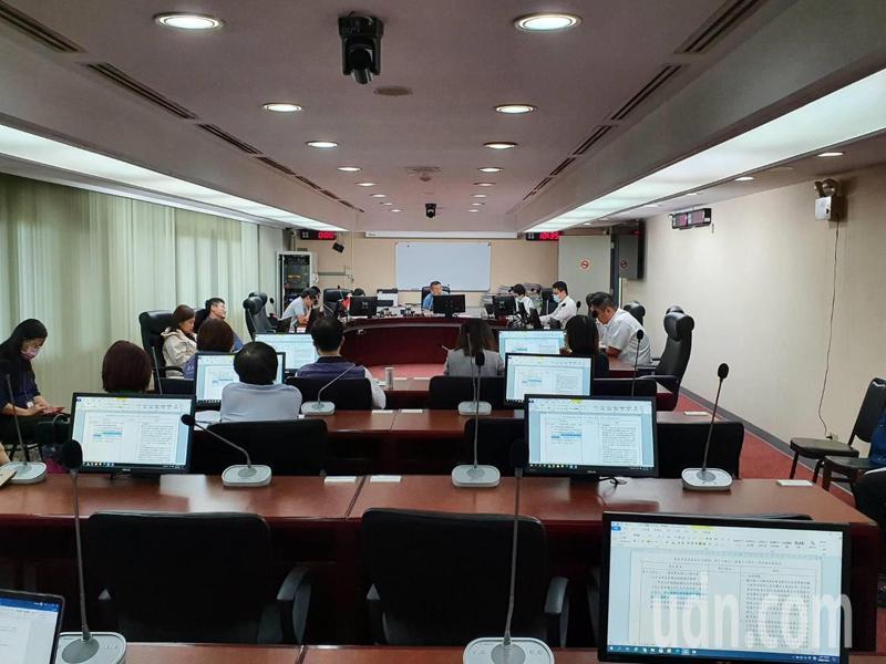 針對美豬零檢出,台北市議會法規會上午審查通過台北市食品安全自治條例增列第17條之1處罰條款,將送大會二、三讀。記者楊正海/攝影