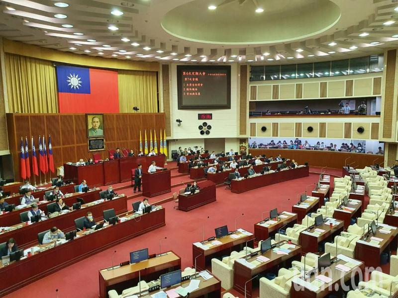 台北市長柯文哲下午赴議會報告台北市110年度施政計畫及總預算案。記者楊正海/攝影