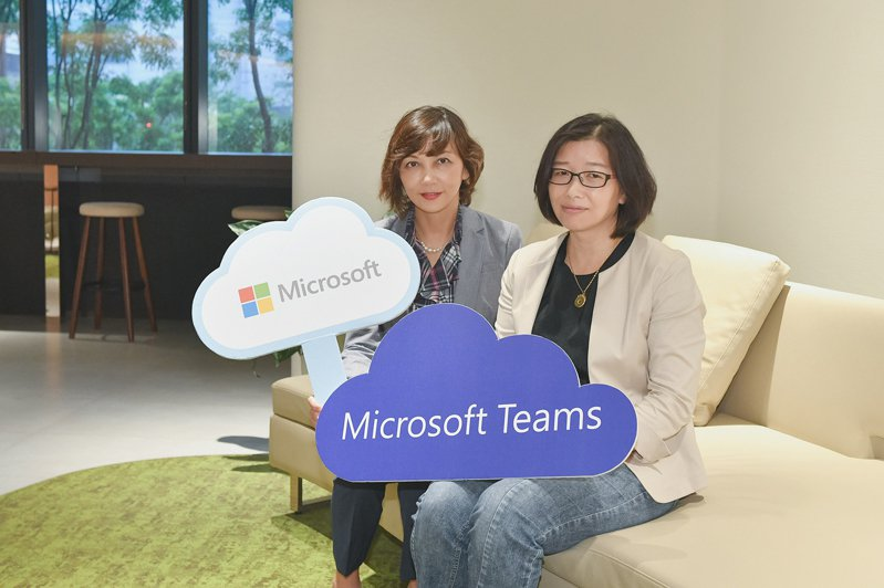 Microsoft Teams協助華碩全面強化行動力、協作力、溝通力與生產力。圖片由左至右為台灣微軟Microsoft 365事業部副總經理陳慧蓉、華碩企業智能數據開發中心處長關麗美。  圖/華碩提供