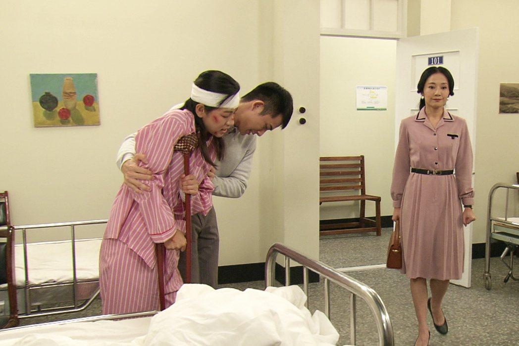 米可白(左)劇中重傷後甦醒。圖/台視提供