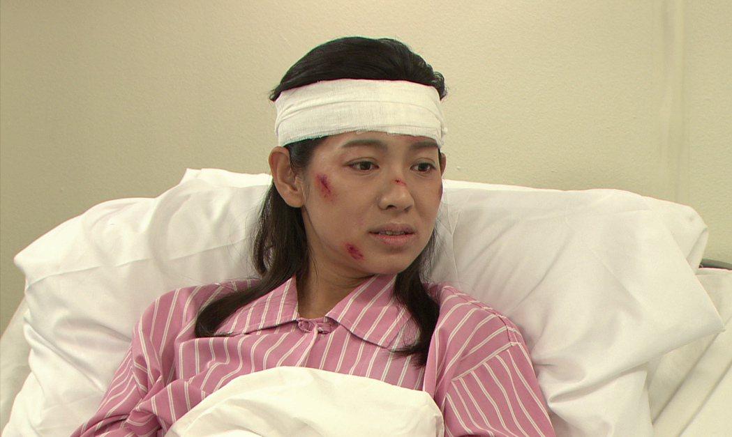 米可白劇中重傷臥病在床。圖/台視提供