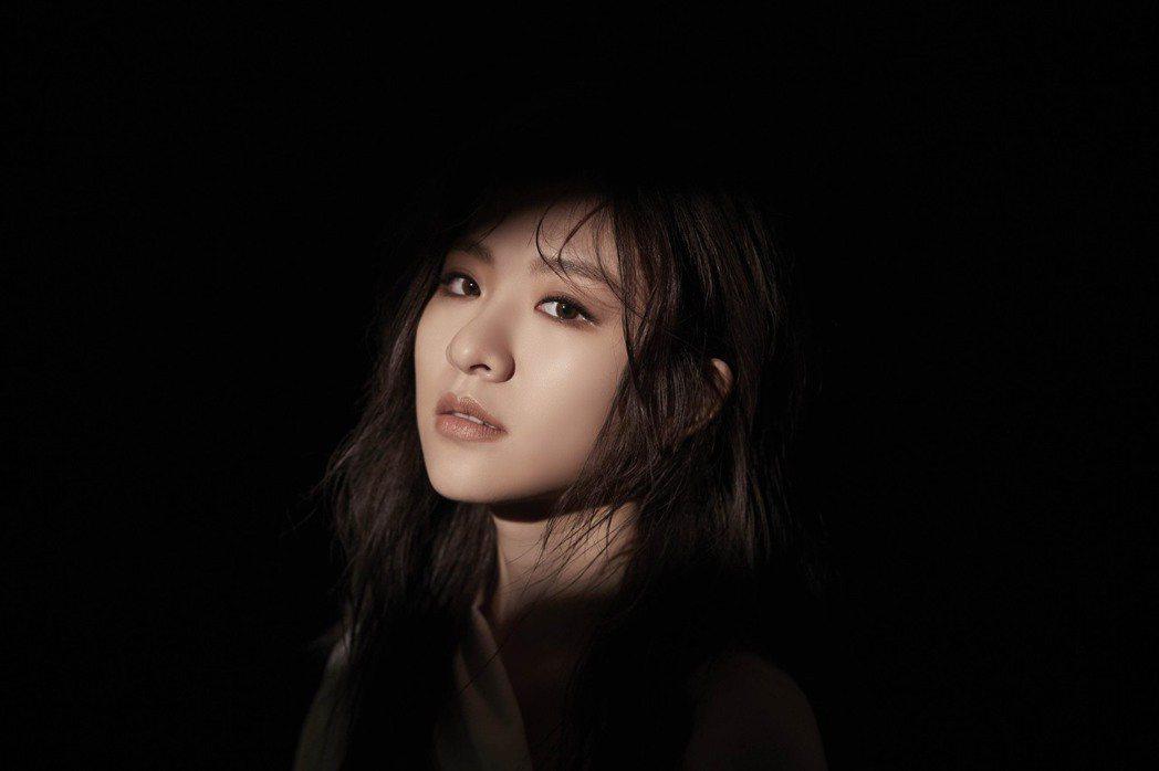 關詩敏推出最新專輯「MASTERPIECE」。圖/亞神音樂提供