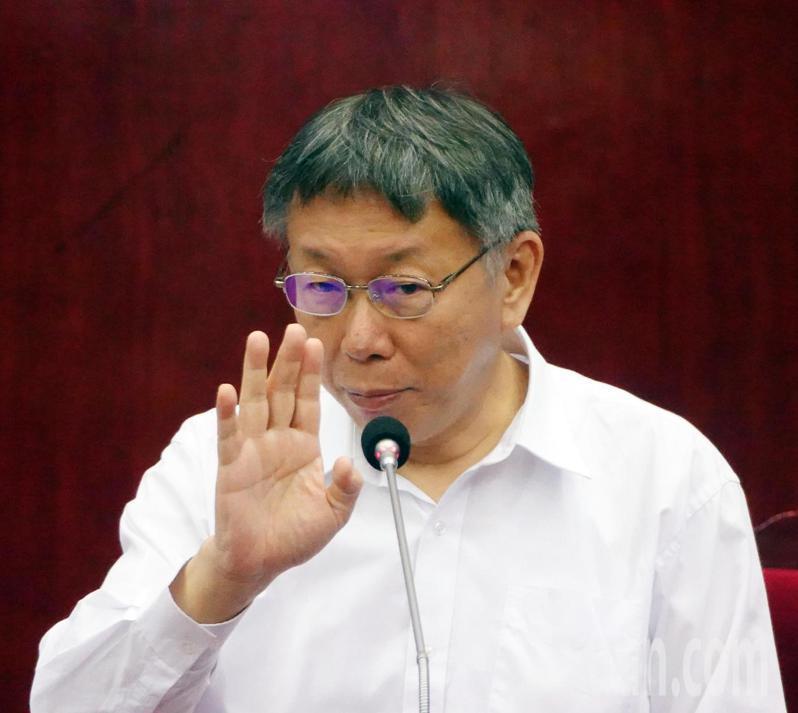 台北市長柯文哲下午赴議會報告110年度施政計畫及台北市總預算案,他表示明年健保費必漲。記者曾吉松/攝影