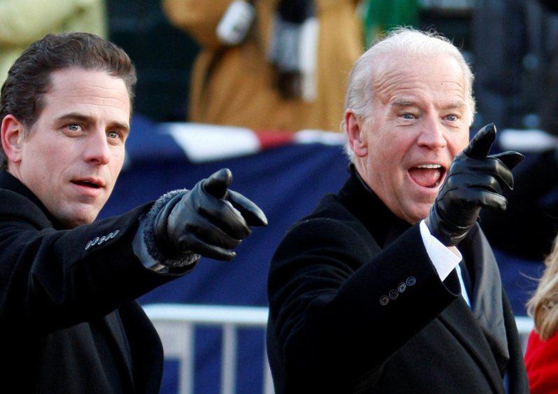 拜登(右)的兒子杭特(左)恐怕會給他添不少麻煩。路透