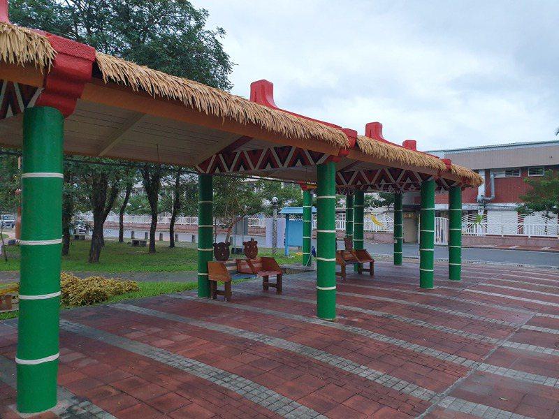 花蓮吉安鄉公所24日在公二公園設立「原住民部落黃昏市集」,平日將發放200張面額50元的消費券。圖/吉安鄉公所提供
