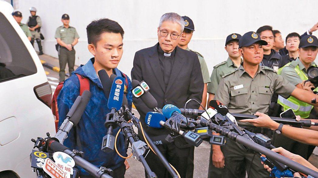 涉嫌在台殺害女友的嫌犯陳同佳(左)與香港聖公會教省秘書長管浩鳴(右)。圖/取自路...