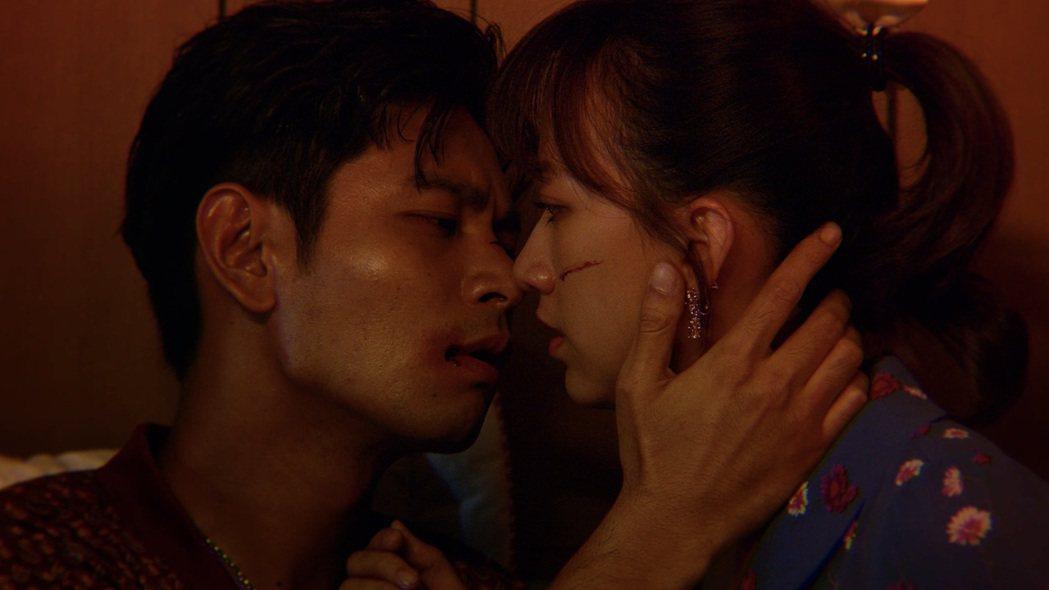 楊子儀(左)、范宸菲跨刀在MV中飾演苦情鴛鴦。圖/唯有音樂提供