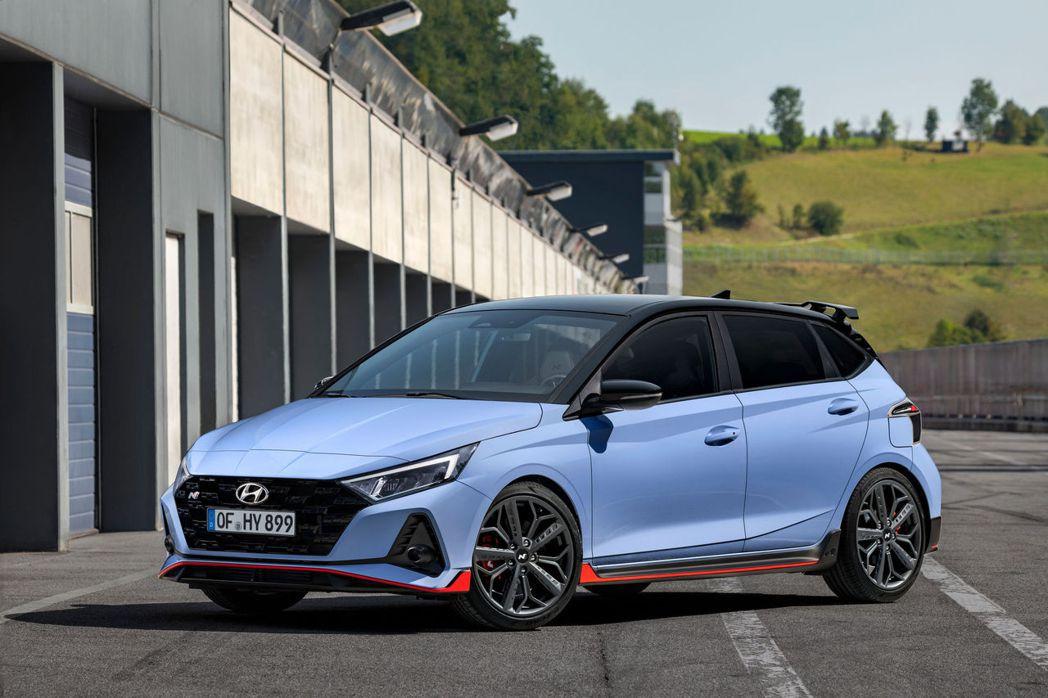 全新Hyundai i20 N目前僅有六速手排變速箱配置,搭載1.6升T-GDi...