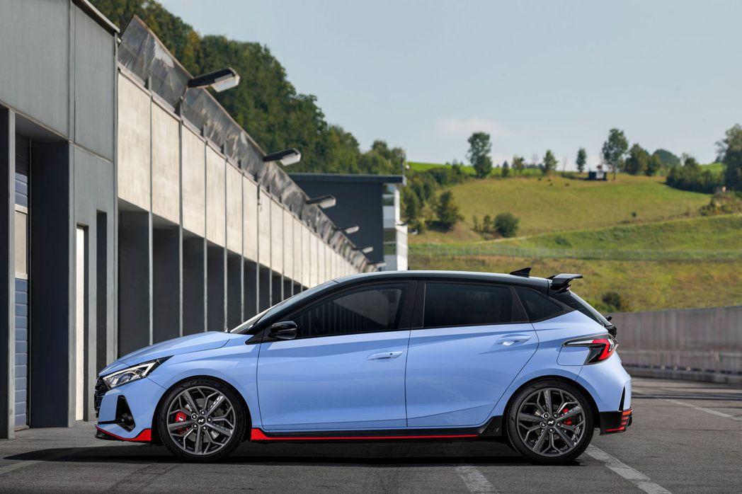 全新Hyundai i20 N車長4,075mm、車寬1,750mm、車高1,4...