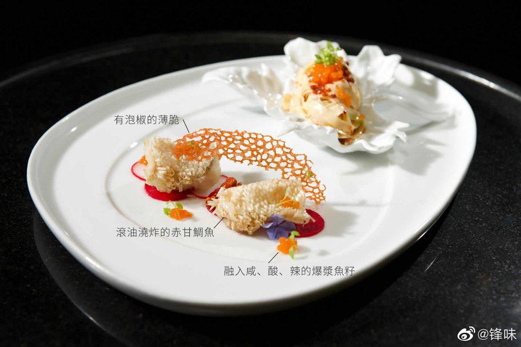 謝霆鋒獻上創意菜色「五彩斑斕油潑麵」。 圖/擷自鋒味微博