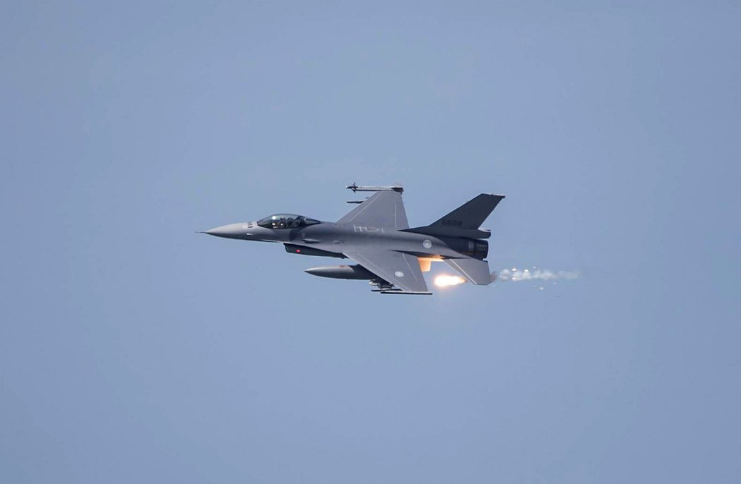 2019年川普政府主政時,美售台66架F-16V戰機。 圖/法新社