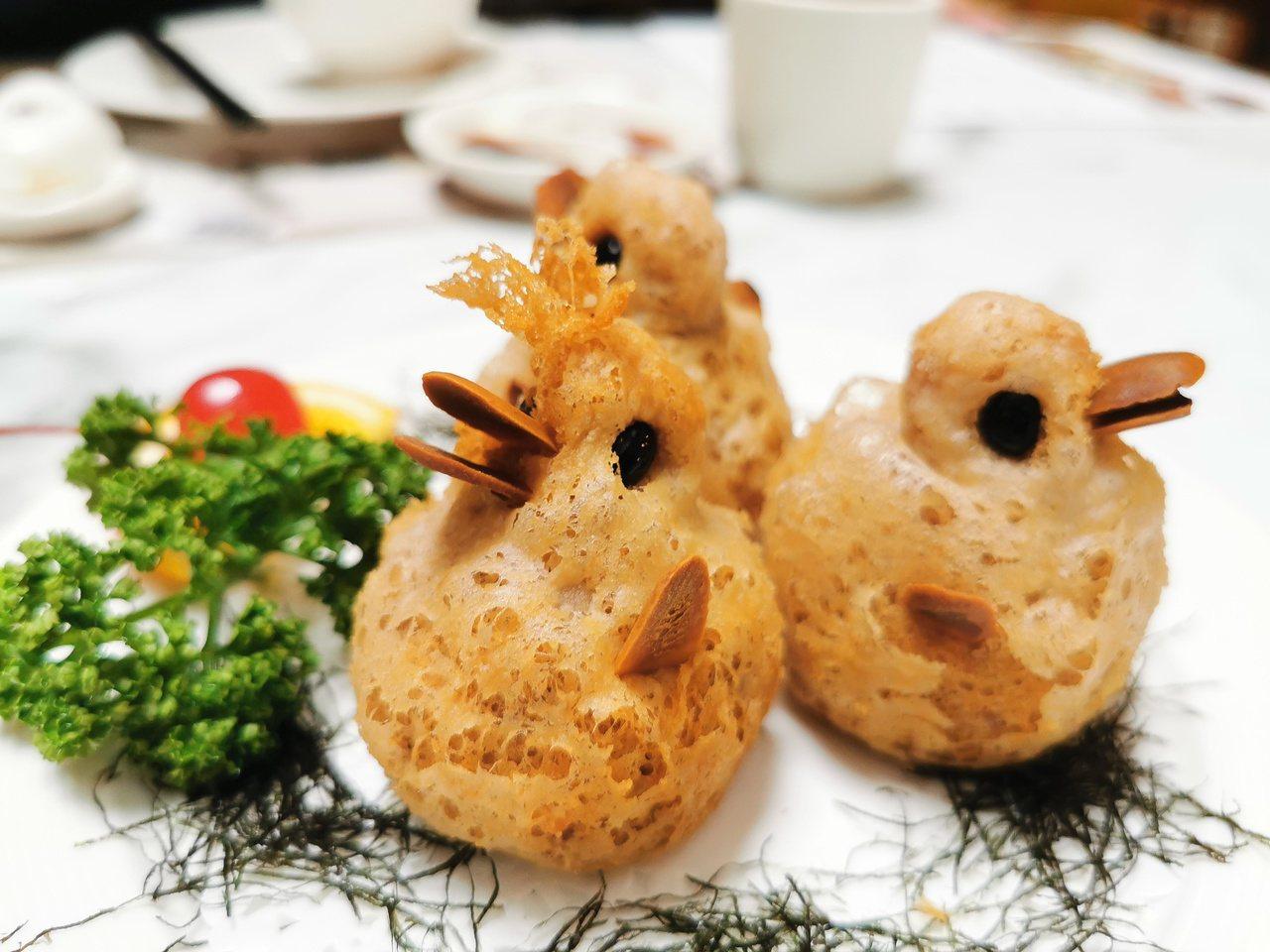 大甲芋頭酥醜小鴨讓饕客從上菜就充滿驚奇,享受視覺美感。 圖/卜敏正 攝影