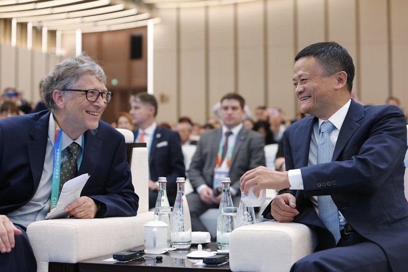 杭州是中國阿里巴巴集團所在城市,該集團代表人物馬雲曾與梅琳達蓋茨共同主持聯合國數位合作高級會議。圖為比爾蓋茨與馬雲,攝於2018年。 圖/中新社