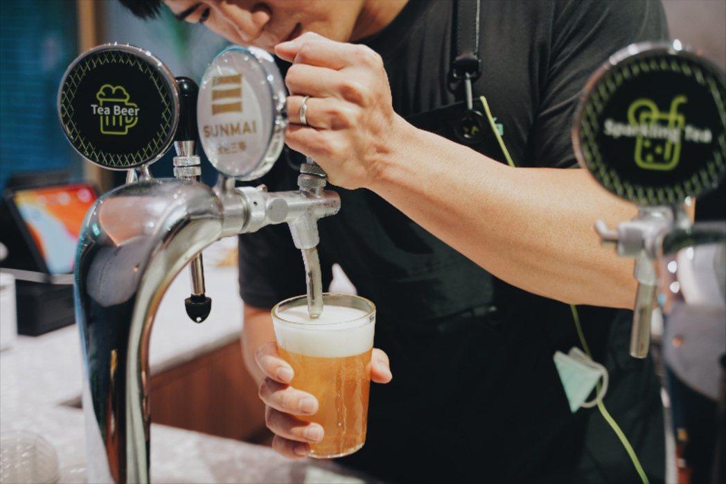 Wangtea Lab導入茶市場較少見的汲飲系統,並與金色三麥合作推出「奇種茶啤...