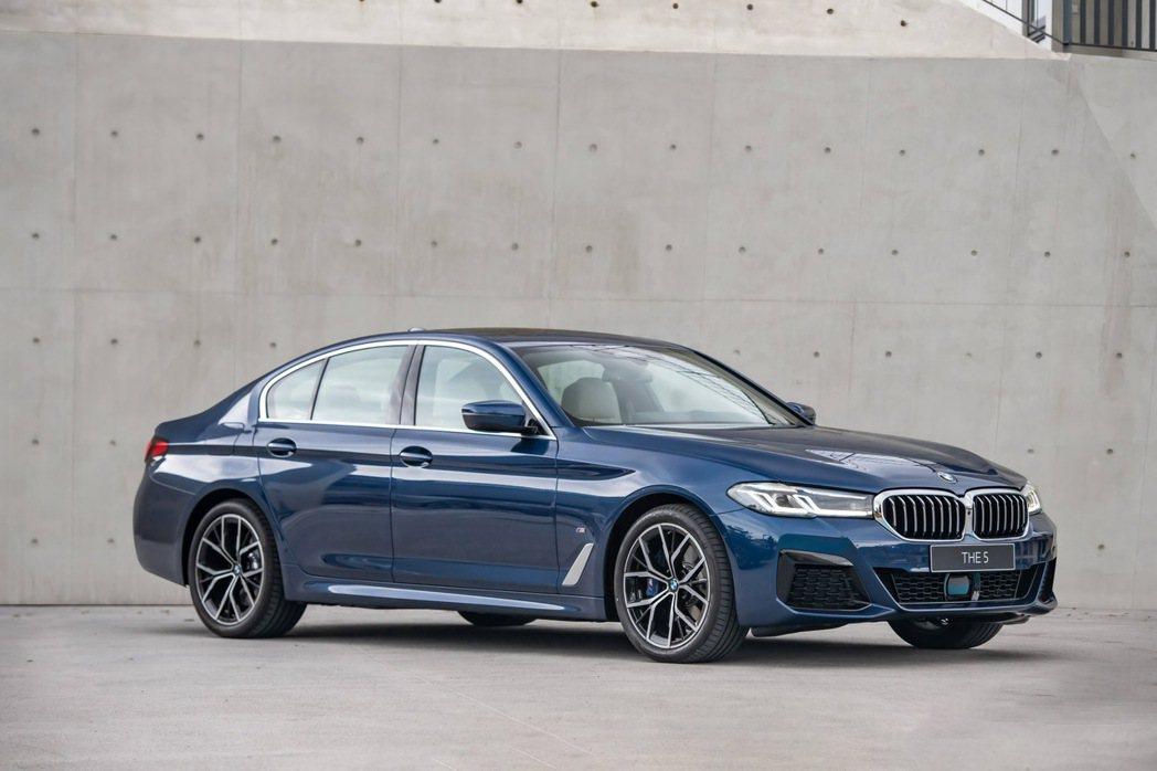 全新BMW 5系列以簡約、現代設計筆觸,展現新世代領導者風範,建議售價265萬元...