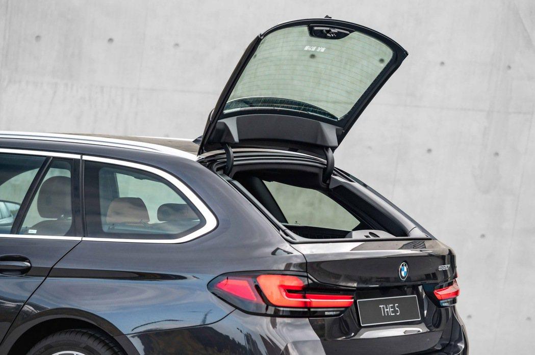 BMW Touring車款獨有的獨立開啟式後擋玻璃,搭配40 20 40分離可傾...