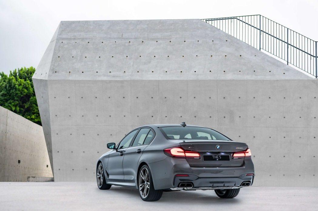 性能代表全新BMW M550i xDrive搭載4.4升V8汽油引擎,擁有530...