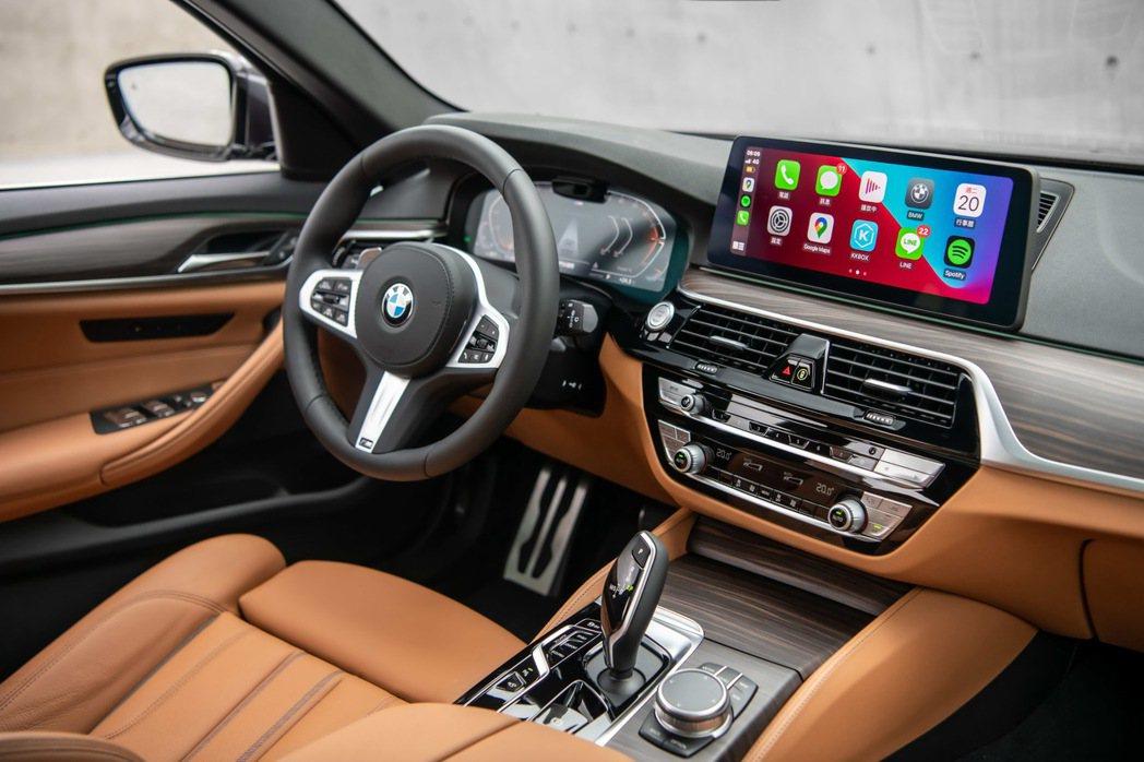 雙12.3吋高解析度螢幕整合全數位虛擬儀錶與中控觸控螢幕,同時可無線連結Appl...