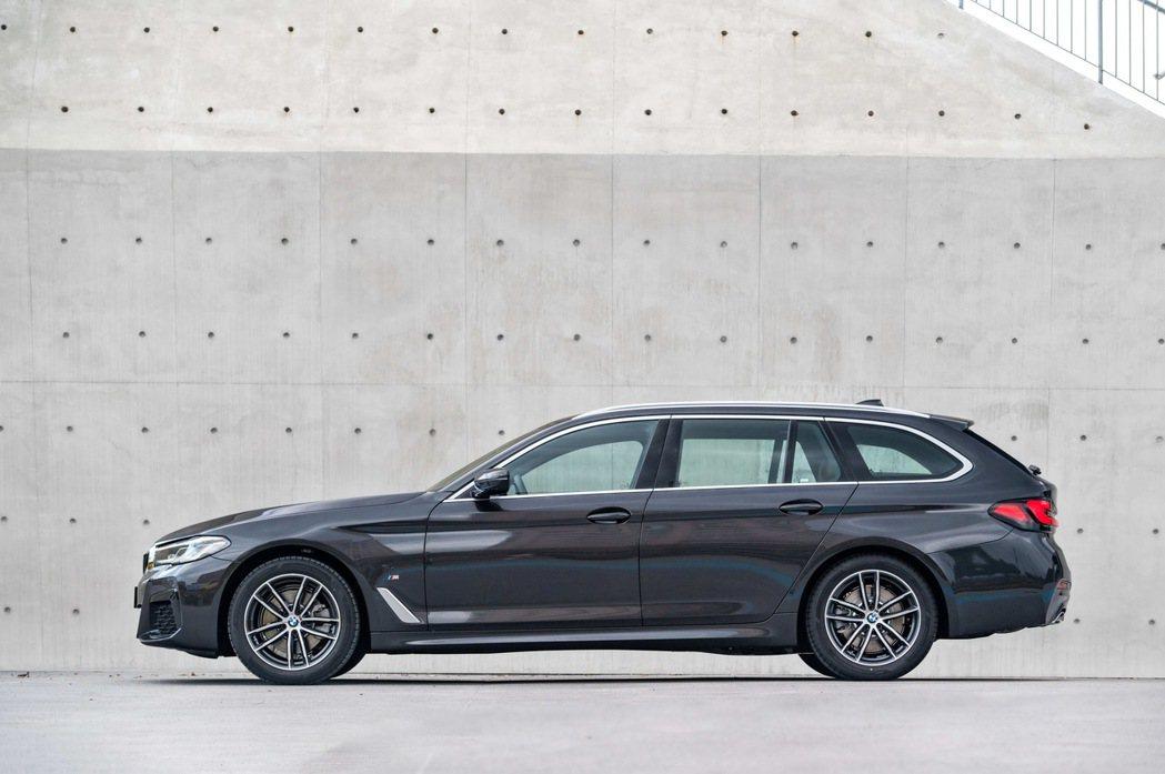 全新BMW 5系列Touring同步引進,建議售價295萬元。 圖/汎德提供