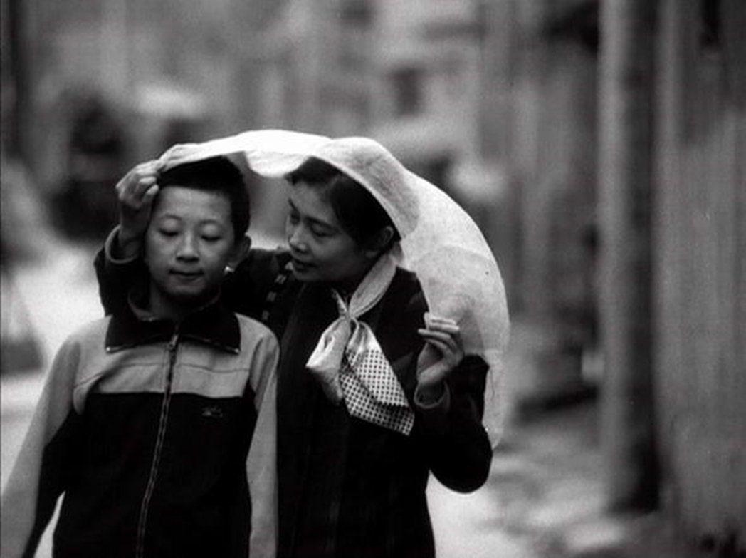 張元1991年的作品《媽媽》被視為中國獨立電影的起點。《媽媽》的問世過程,可以看...