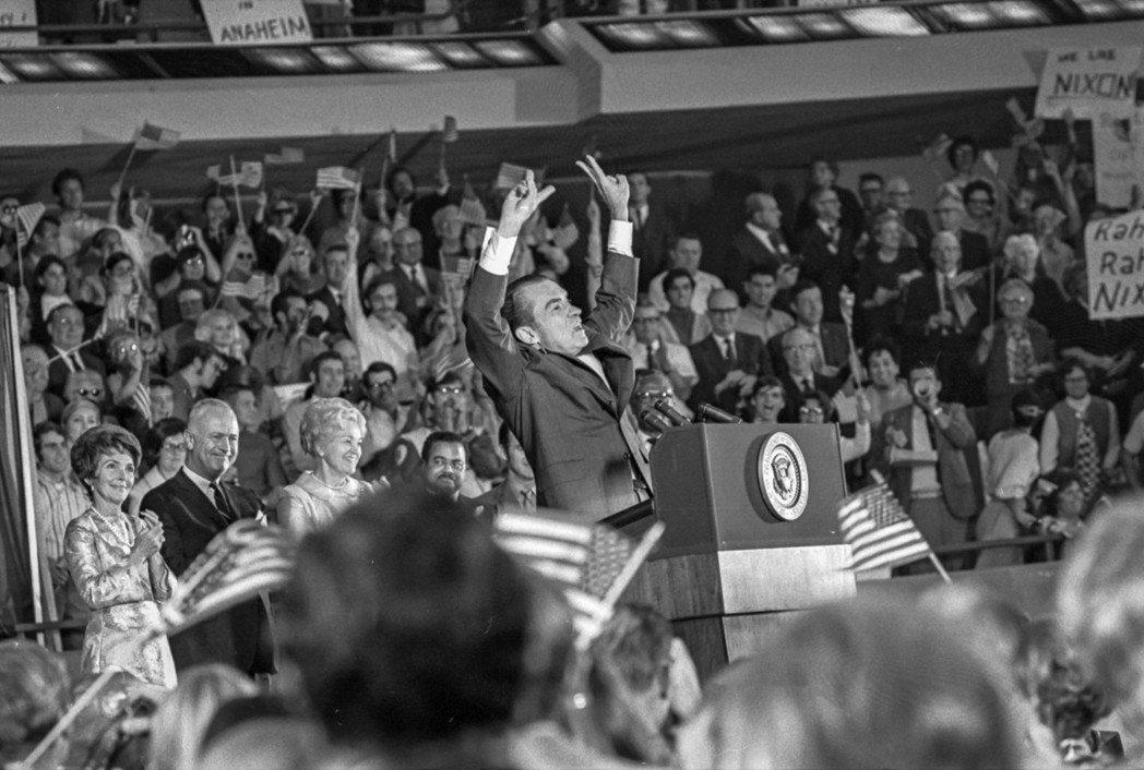 圖為1970年尼克森當選總統。共和黨採取南方策略(Southern strate...