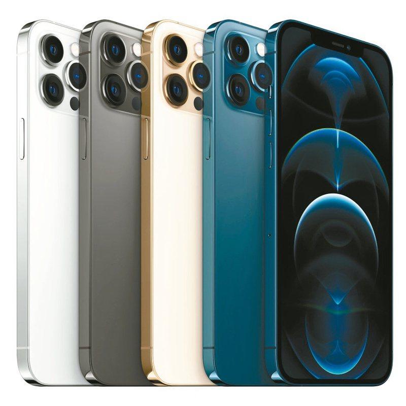 iPhone 12 Pro系列採用不鏽鋼邊框,擁有石墨色、銀色、金色與太平洋藍色4種時尚外觀。(圖:蘋果公司提供)