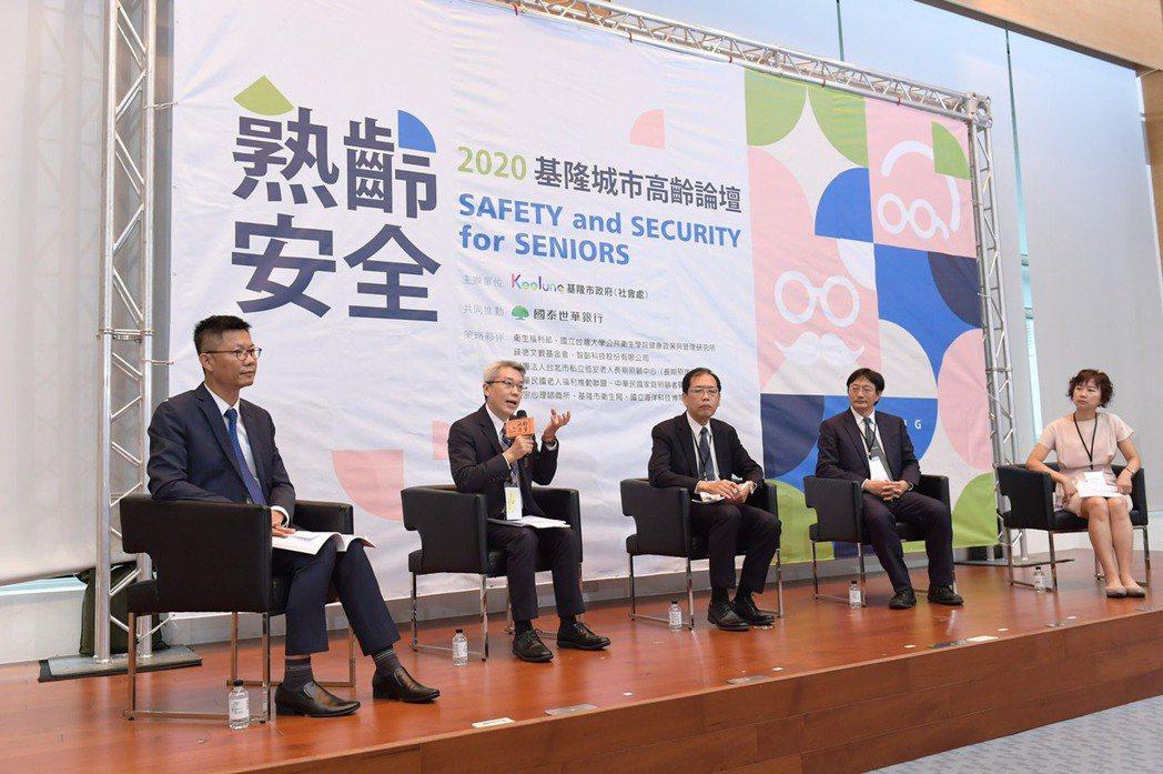左至右:吳挺鋒處長,趙子仁協理,周道君副司長,蘇嘉瑞律師,蔡惠貞科長。