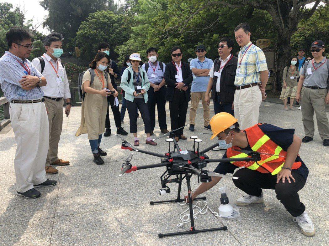 澄清湖無人機水質採樣及監測實況。 成大/提供