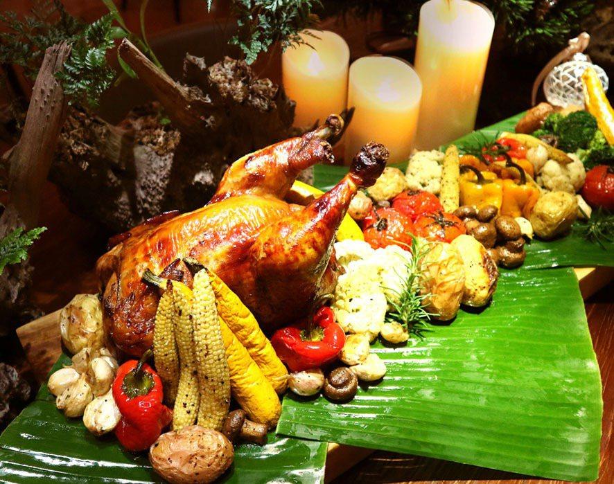 立閣選用花蓮當地玉米雞以及新鮮蔬菜,特製成聖誕烤雞大餐。 立閣人文旅店/提供