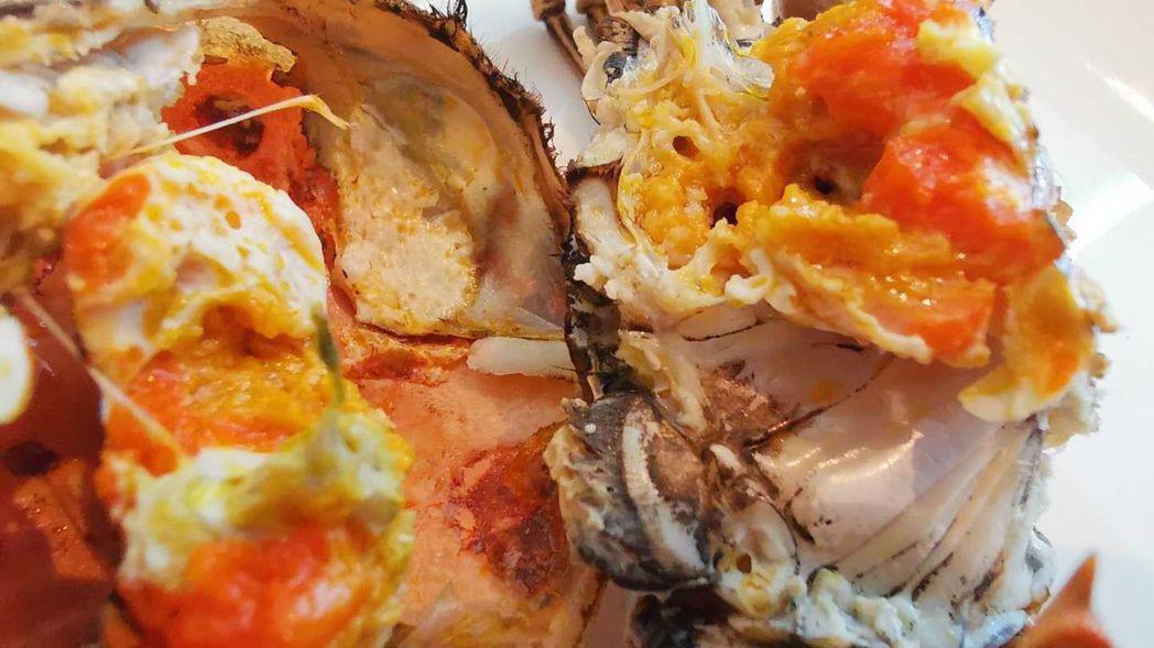 公蟹的膏母蟹的黃,會享受的人各有所愛。 梅春帆/攝影