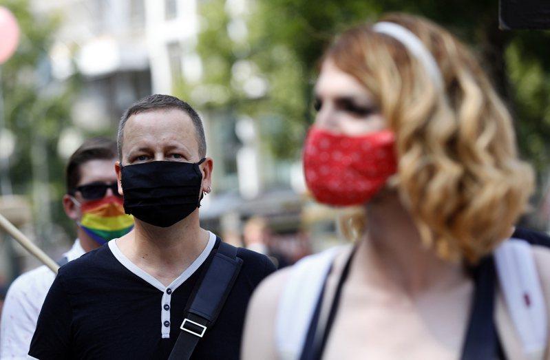 歐洲的新型冠狀病毒疫情入秋後漸趨惡化,義大利、捷克、挪威已宣布更嚴格防疫措施;法國正考慮進一步封鎖;德國多城取消耶誕市集,包括最著名的紐倫堡。 歐新社