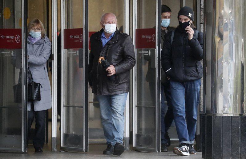 俄羅斯22日新增290人感染2019冠狀病毒疾病(COVID-19)不治,染疫病故來到2萬5242人。 歐新社