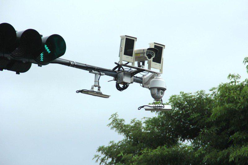 花蓮縣警局爭取花東地區永續發展基金補助,在縣內重要路口設置車牌辨識攝影機,用於追蹤可疑車輛路徑。 中央社