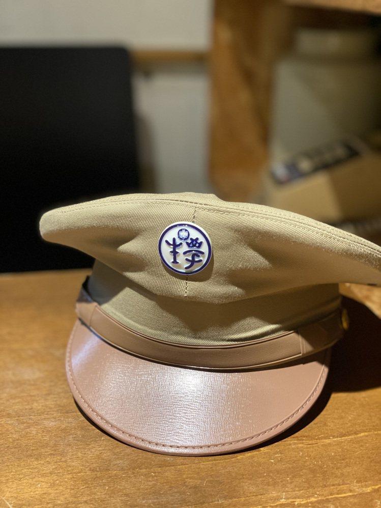 帽子上的「學生」兩字為符合時代背景以從右至左書寫。記者吳曉涵/攝影