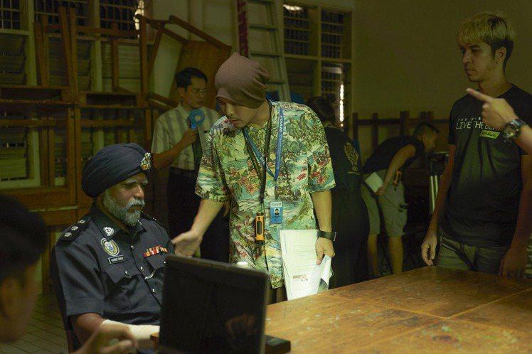 黃明志最新執導電影「你是豬」聚焦馬來西亞真實的校園暴力事件,隱含對馬來西亞政府種族政策的批判,一改以往搞笑嘲諷的風格,以嚴肅態度呈現他所關心的議題,黃明志劇本也花盡心思編寫,為了呈現馬來西亞種族多元...