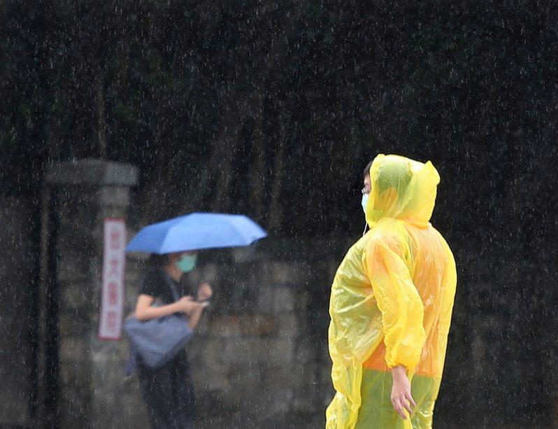 這波雨勢大約在周五下半天,開始有較乾燥的東北風南下,降雨可望趨緩。本報資料照片