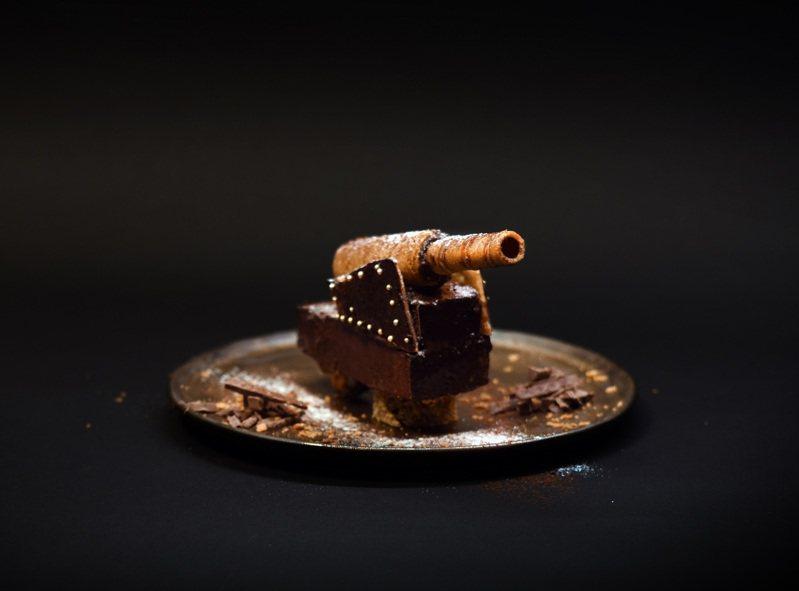甜品「滬尾礮臺大砲蛋糕」,過去是保家衛國的工具,現在是餐桌上有趣的創意甜品。圖/淡水古蹟博物館提供