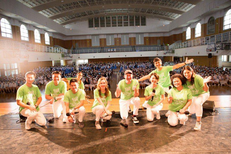 台南市聖功女中邀請空中英語教室到校進行雙語品格教育活動。記者鄭惠仁/攝影