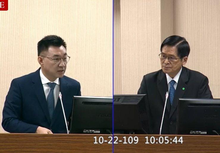 國防部長嚴德發(右)上午在立法院證實,陸軍「銳霆專案」計畫採購M109A6自走砲...