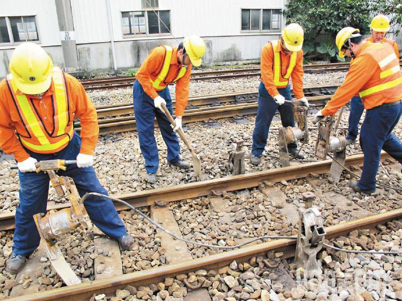 立委質疑台鐵道班人力不足,示意圖。本報資料照片