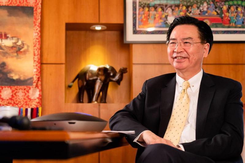 外交部長吳釗燮接受印度媒體專訪,他在專訪中說明台印雙邊合作。圖/外交部提供