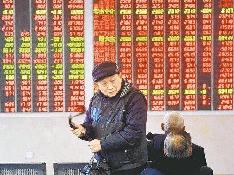 專家提醒,很多投資人喜愛投資ETF,但ETF投資有折溢價風險,另外長期投資要留意管理費差距。圖/聯合報系資料照片