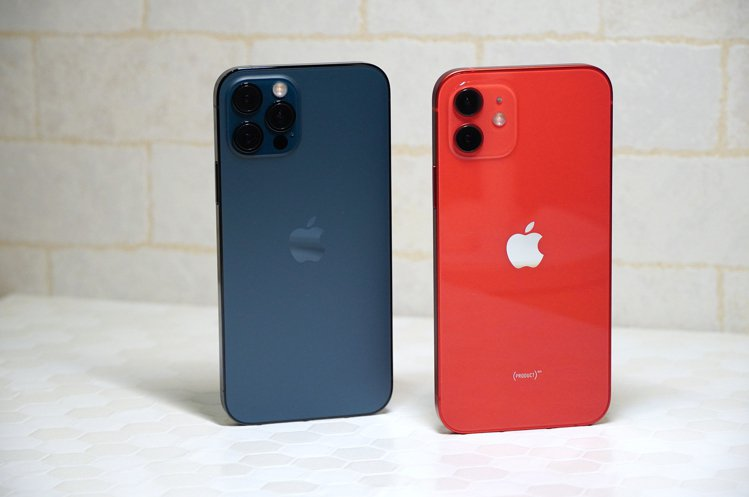 iPhone 12 (PRODUCT)RED、iPhone 12 Pro太平洋藍...