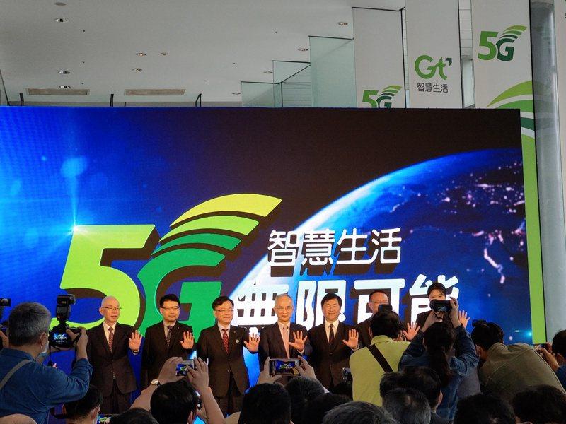 亞太電信董事長呂芳銘宣布啟動5G網路服務。記者黃晶琳/攝影