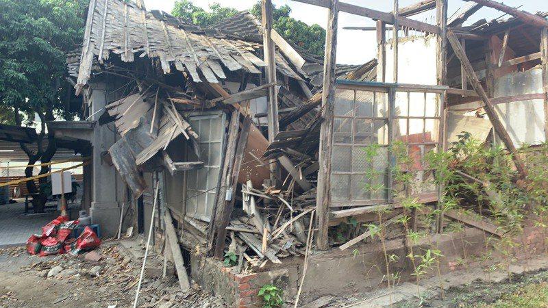 大甲舊日南派出所幾全毀,議員質疑文化局要如何修復?何時修復。圖/李榮鴻提供