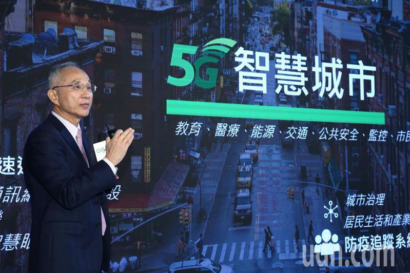 亞太電信下午宣布5G正式啟動營運,亞太電信董事長呂芳銘表示,未來與遠傳共頻共網。記者蘇健忠/攝影
