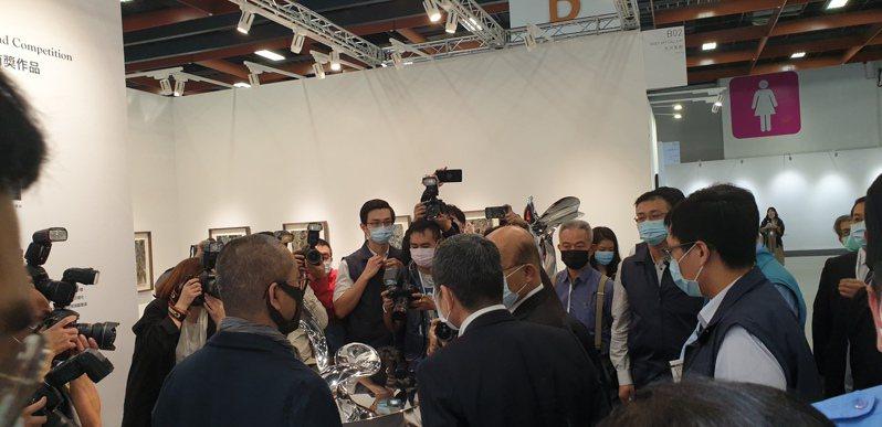 行政院長蘇貞昌參觀台北藝博會展場。記者陳宛茜/攝影