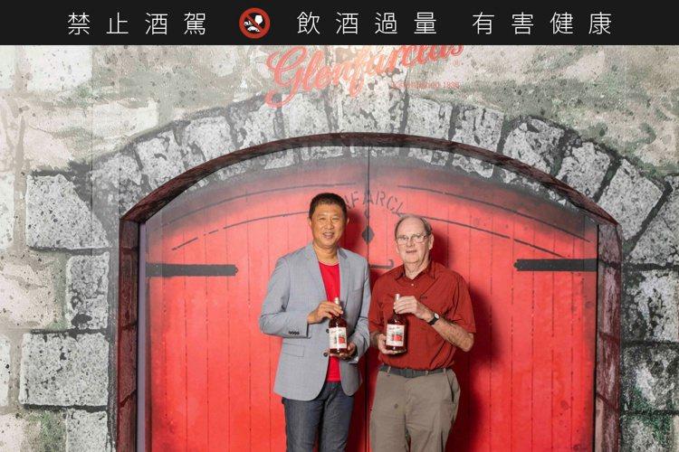 隼昌股份有限公司董事總經理鄭國隆(左)與董事長Jim Cumming。圖/隼昌提...