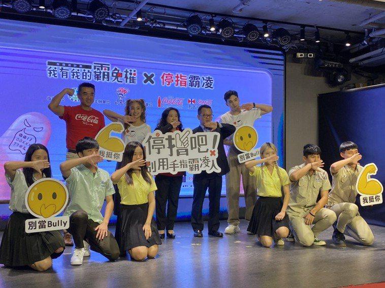 兒童福利聯盟今發布「2020台灣學生網路霸凌現況調查」,呼籲大眾停「指」網路霸凌...