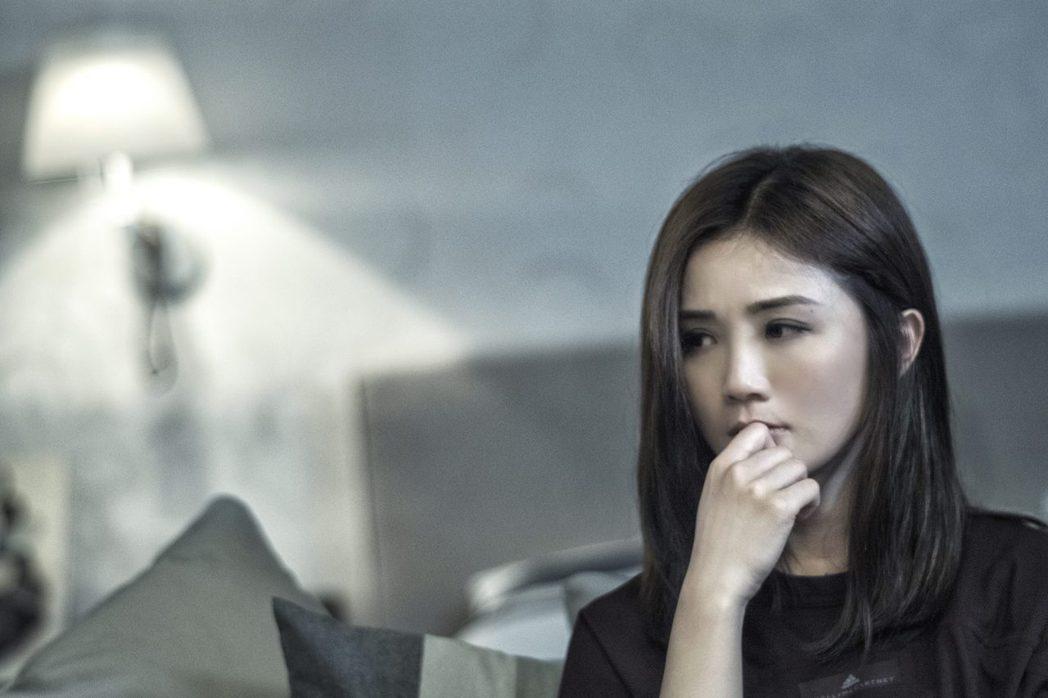 蔡卓妍大膽飆罵鄭秀文有病。圖/華映提供